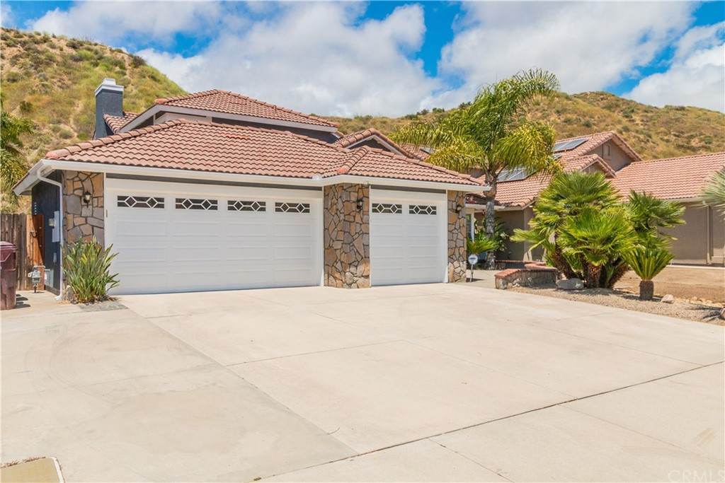 Location is everything! This beauty is near the end of the street in a quite neighborhood. Come see the stunning views of Lake Elsinore and surrounding mountains from the covered deck off the Master suite . The house is 2,245 sq.ft  with 4 bedrooms and 3 bath ready for a family. The entry is spacious with high ceiling and wood flooring. The stair case that leads to the second floor has new carpet. The kitchen has granite counter tops and stainless appliances. Plenty of cabinets and a built in desk makes for a grand kitchen. Den has a cozy fire place and an area for large flat screen TV to have movie night with the family. There is a hexagon room next to the den with windows that flood with sunlight. Great place to sit and have coffee in the morning as you look into the backyard. The second story has 3 bedrooms and 2 baths. The master suite is gorgeous, the bathroom has walk in tiled shower and a spa tub. This home has more than can be said, its a gem.