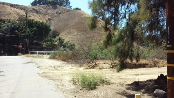 8 Johnson Ave, Val Verde, CA 91384 Photo 5