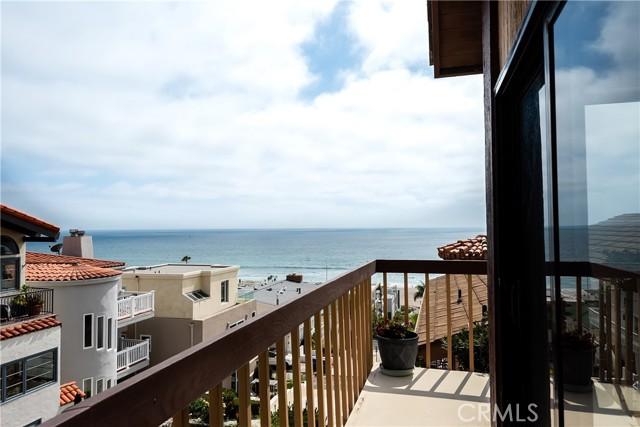 229 30th Street, Manhattan Beach, California 90266, 3 Bedrooms Bedrooms, ,1 BathroomBathrooms,For Sale,30th,SB21138302