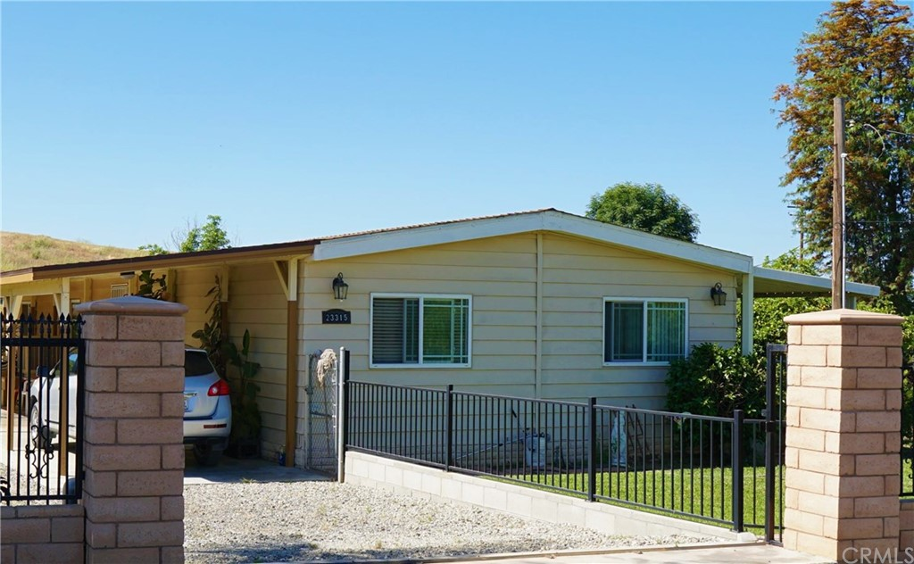 3 Bedrooms, 2 Bathrooms, with 1,440 living space. Home sits on 1.10 acres conveniently located between I-15 and I-215 Freeways.