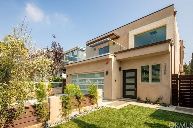 3208 Pacific Avenue, Manhattan Beach, California 90266, 4 Bedrooms Bedrooms, ,3 BathroomsBathrooms,For Sale,Pacific,SB18253050