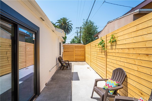 29. 6325 6th ave Los Angeles, CA 90043