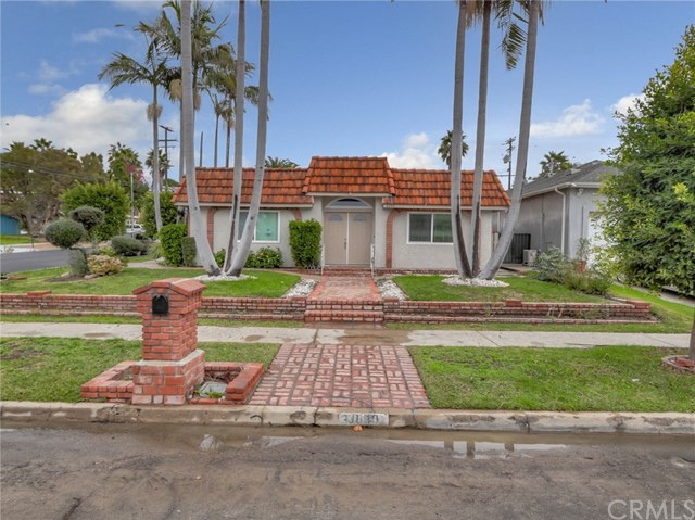 3090 Elm Avenue, Long Beach, CA 90807
