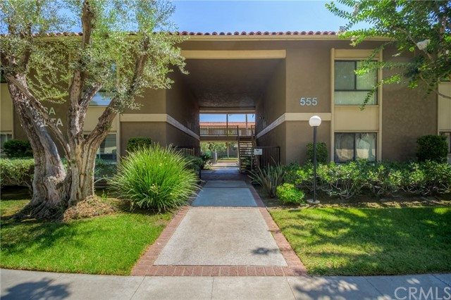 555 S La Veta Park Circle 137, Orange, CA 92868