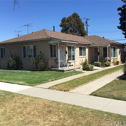 clean duplex in prime area of Long Beach.  Close to schools and shopping.