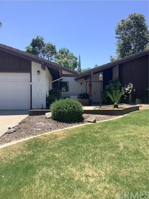 2. 6904 Ranch House Road Bakersfield, CA 93309