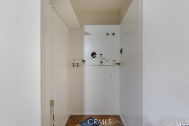 221 Lexington Drive 201, Glendale, California 91206, 3 Bedrooms Bedrooms, ,1 BathroomBathrooms,For Sale,Lexington,319001717
