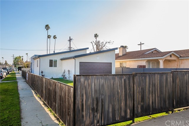 8421 W RAYMOND Street, Los Angeles, CA 90044