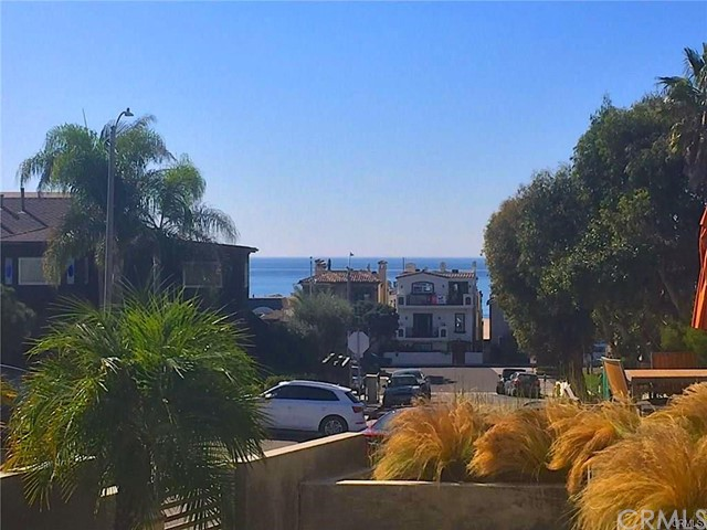 223 24th Street, Hermosa Beach, California 90254, 1 Bedroom Bedrooms, ,1 BathroomBathrooms,For Rent,24th,SB21063390