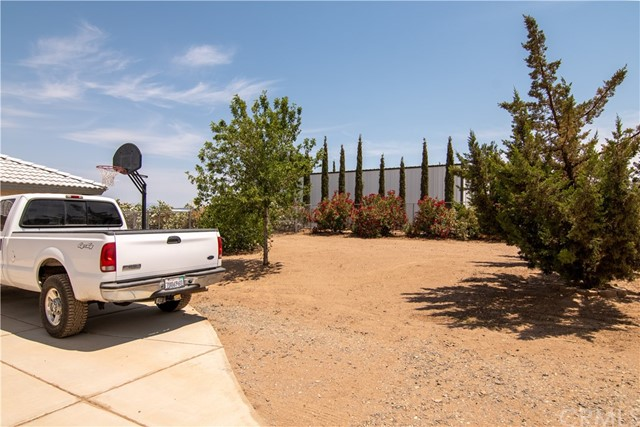 8755 Anaconda Av, Oak Hills, CA 92344 Photo 12