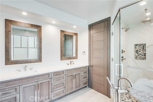 216 Lucia Ave B, Redondo Beach, California 90277, 4 Bedrooms Bedrooms, ,3 BathroomsBathrooms,For Sale,Lucia Ave,SB21050931