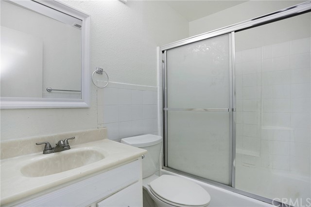 卧房个数: 4, 浴室个数 : 2.5