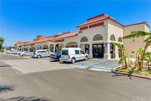 855 S Bristol Street, Santa Ana, CA 92703