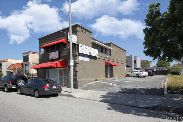 This spacious unit is ready for the next business owner with the ability to live & work in the same unit. Located on the heavily trafficked Beverly Blvd in Montebello, this unit offers a large main lobby, five individuals private rooms, an open sitting area, a kitchen with eating area, and one restroom with shower, and 2 half restrooms. Parking is located next to the unit with 7 spaces and plenty of street parking. This unit is perfect for medical, acupuncture, or spa, facial, and massage.