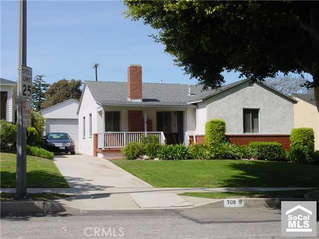 709 AVENUE D, Redondo Beach, California 90277, 4 Bedrooms Bedrooms, ,For Sale,AVENUE D,P576210