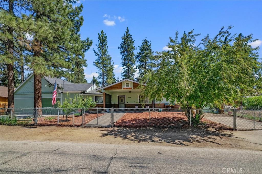 228   E Country Club Boulevard, Big Bear CA 92314