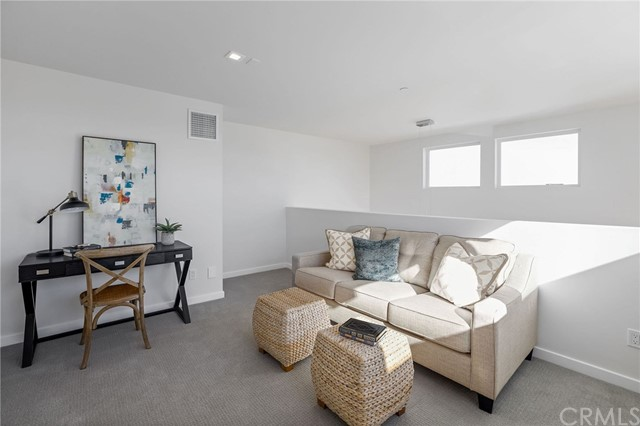 1829 11th, Manhattan Beach, California 90266, 3 Bedrooms Bedrooms, ,1 BathroomBathrooms,For Sale,11th,SB20175264