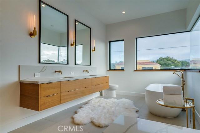 626 Avenue C, Redondo Beach, California 90277, 5 Bedrooms Bedrooms, ,2 BathroomsBathrooms,For Sale,Avenue C,SB18155002