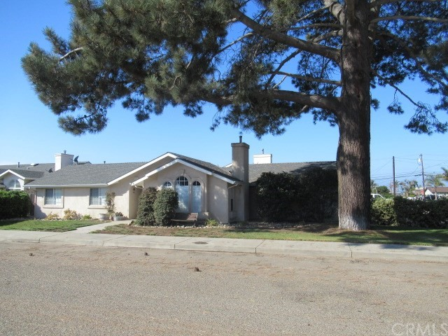 884 Seabright Avenue, Grover Beach, CA 93433
