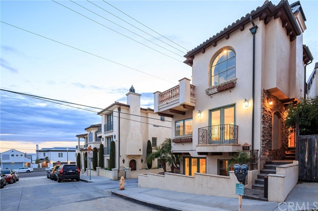 123 29th Street, Hermosa Beach, California 90254, 5 Bedrooms Bedrooms, ,5 BathroomsBathrooms,For Sale,29th,SB20099195