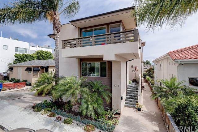 1018 17th Street, Hermosa Beach, California 90254, 4 Bedrooms Bedrooms, ,2 BathroomsBathrooms,For Sale,17th,SB20134549