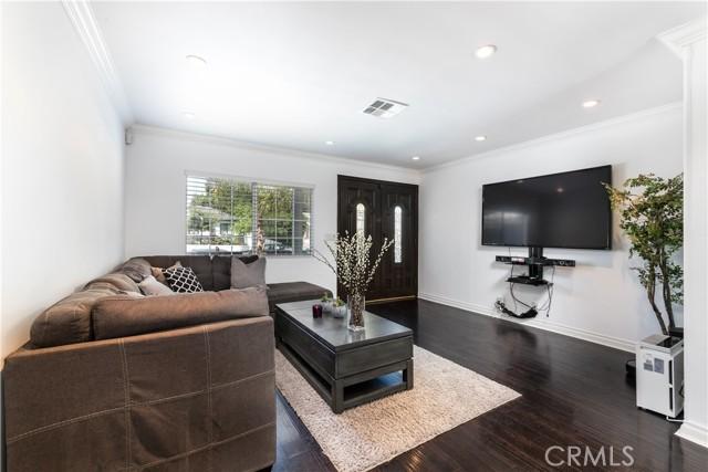 8. 5850 Balcom Avenue Encino, CA 91316