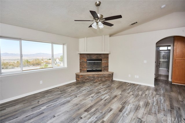 32755 Spinel Rd, Lucerne Valley, CA 92356 Photo 4
