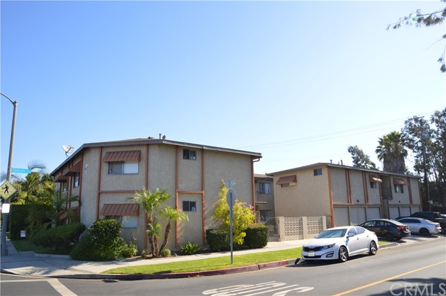 We are pleased to present a 13-unit apartment building located in Long Beach, California. Built in 1962, the subject property consists of 7,742 rentable square feet spread throughout a 7,313 square foot lot. The unit mix consists ten 1-bedroom / 1-bathroom units and three 2- bedroom / 1-bathroom units. It has a pitched roof and contains nine garages. Owners enjoy the high demand for rentals in a coastal city of Southern California. Tenants enjoy living between Bixby Knolls and Lakewood where there are many shops, restaurants, cafes, entertainment venues and grocery stores.