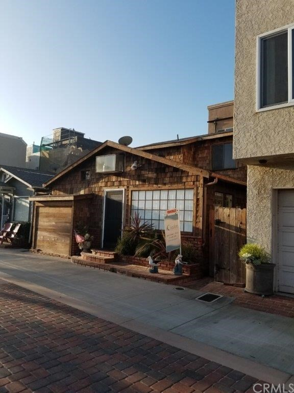 13 Pacific Avenue, Surfside, CA 90743