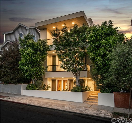 421 1st Street, Manhattan Beach, California 90266, 4 Bedrooms Bedrooms, ,5 BathroomsBathrooms,For Sale,1st,SB20133043