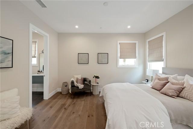 Upper level en-suite guest room