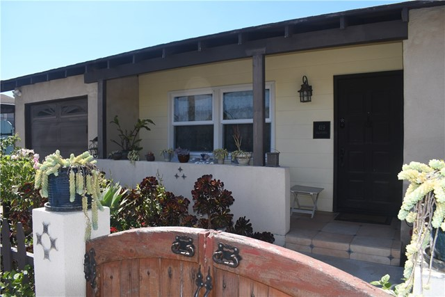 2 BR 1 Bath Beautiful Beach Cottage with Flower Garden.  Short walk to Huntington Beach Pier, Pacific City and Downtown.  Looking for tenant with good credit and stable income.  $80/month for gardener.