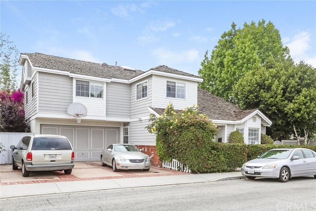 2205 Blossom Lane, Redondo Beach, California 90278, 4 Bedrooms Bedrooms, ,2 BathroomsBathrooms,Townhouse,For Sale,Blossom,SB19132069