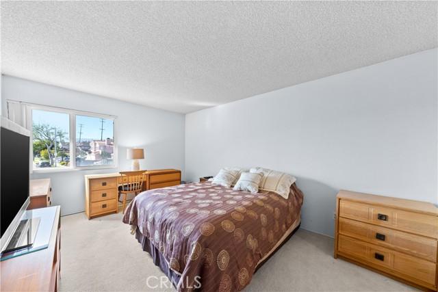 400 Faye Lane, Redondo Beach, California 90277, 4 Bedrooms Bedrooms, ,2 BathroomsBathrooms,For Sale,Faye,SB21058245