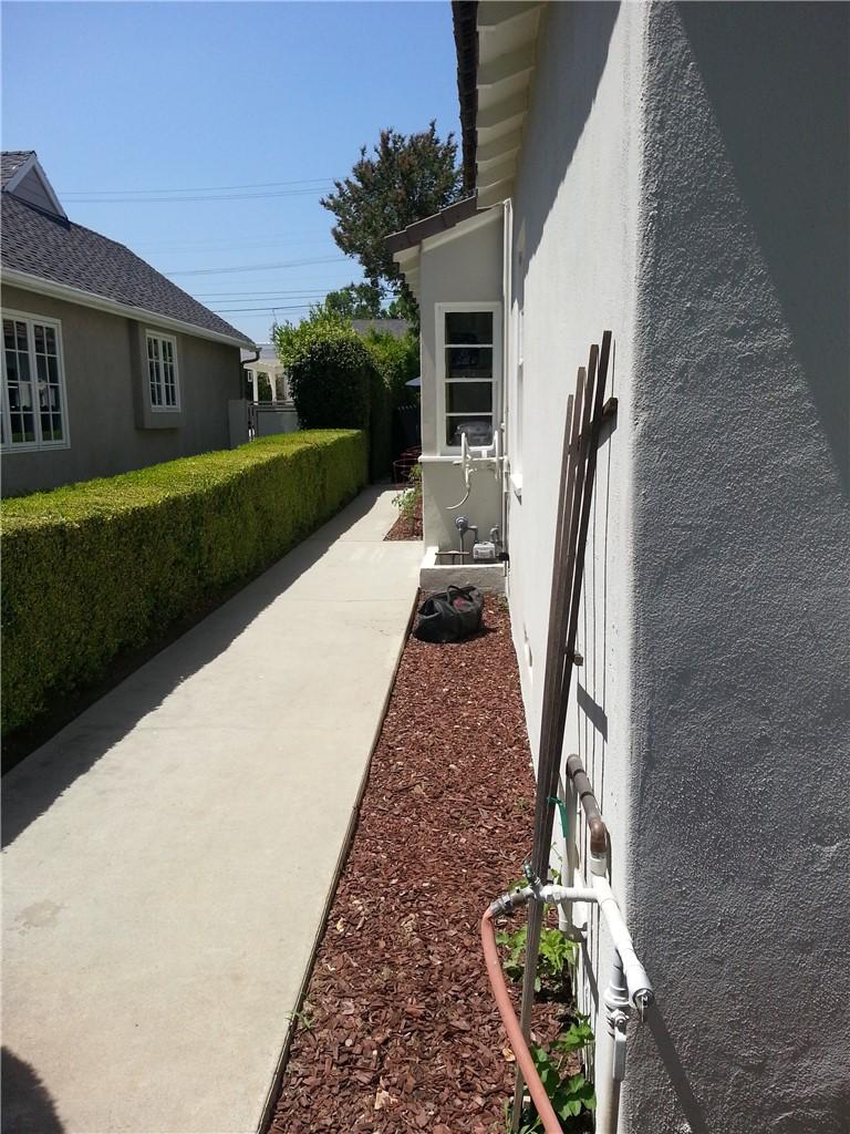 地址: 2355 Roanoke Road, San Marino, CA 91108