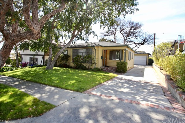1216 18th Street, Manhattan Beach, California 90266, 3 Bedrooms Bedrooms, ,1 BathroomBathrooms,Single family residence,For Sale,18th,SB19080474