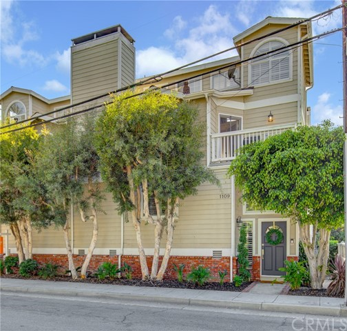 1109 Valley Drive, Hermosa Beach, California 90254, 2 Bedrooms Bedrooms, ,2 BathroomsBathrooms,Townhouse,For Sale,Valley,SB19219365