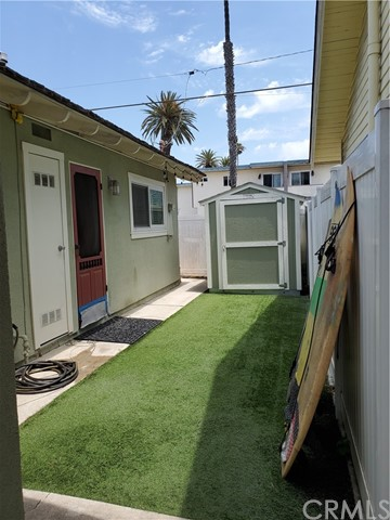 19. 226 8th Street Huntington Beach, CA 92648