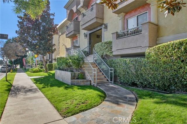 7035 Woodley Avenue 128, Lake Balboa, CA 91406