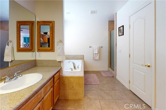 8755 Anaconda Av, Oak Hills, CA 92344 Photo 31