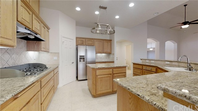 11761 Farmington St, Oak Hills, CA 92344 Photo 44
