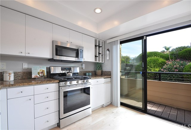 445 Camino De Las Colinas, Redondo Beach, California 90277, 3 Bedrooms Bedrooms, ,2 BathroomsBathrooms,For Sale,Camino De Las Colinas,SB19008480