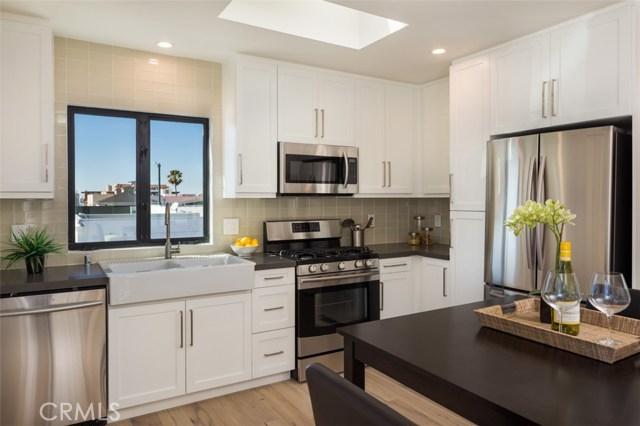 821 Manhattan Avenue, Hermosa Beach, California 90254, ,For Sale,Manhattan,SB17211293