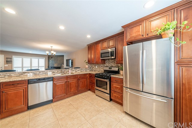 Spacious Entertaining Kitchen completely remodeled