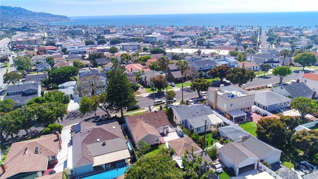 341 Avenue F, Redondo Beach, California 90277, 3 Bedrooms Bedrooms, ,1 BathroomBathrooms,For Sale,Avenue F,SB19144213
