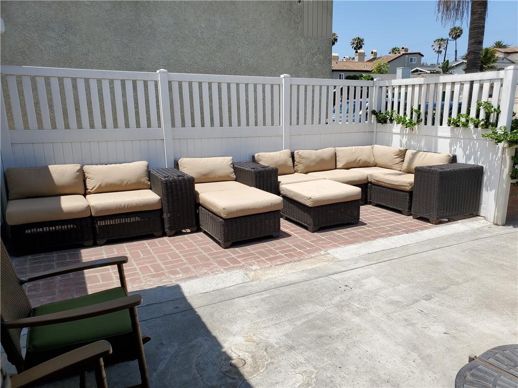 2. 226 8th Street Huntington Beach, CA 92648