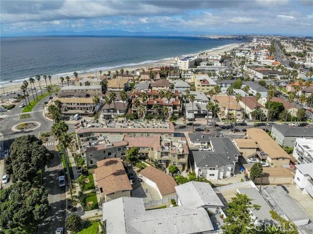 Walk to beach or Riviera Village