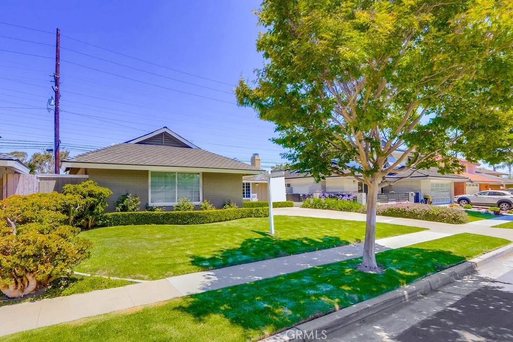 9141     Regatta Drive, Huntington Beach CA 92646