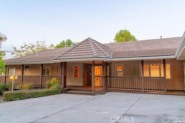 10501 Mary Bell Avenue, Sunland, CA 91040