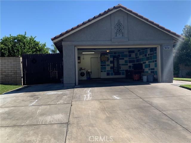 11473 Homewood Place, Fontana CA: https://media.crmls.org/medias/b1945af5-1b47-4369-a6c7-f1a76098c61d.jpg